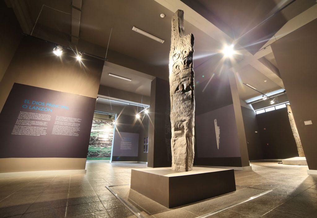 Escultura pre incaica en museo cercano a chavín de huántar