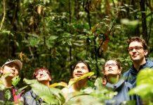Viajeros enmedio de la selva de iquitos