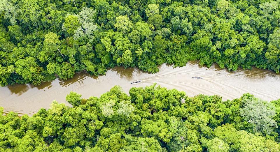 Vista aérea de río amazonas en Iquitos