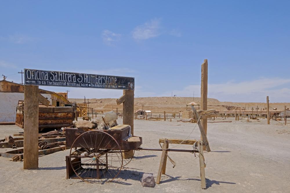 Restos de oficina salitrera en el norte de Chile