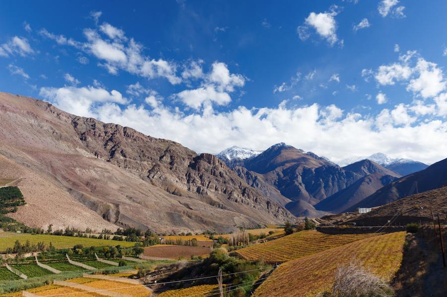 Valle en Chile con cielo y nubes