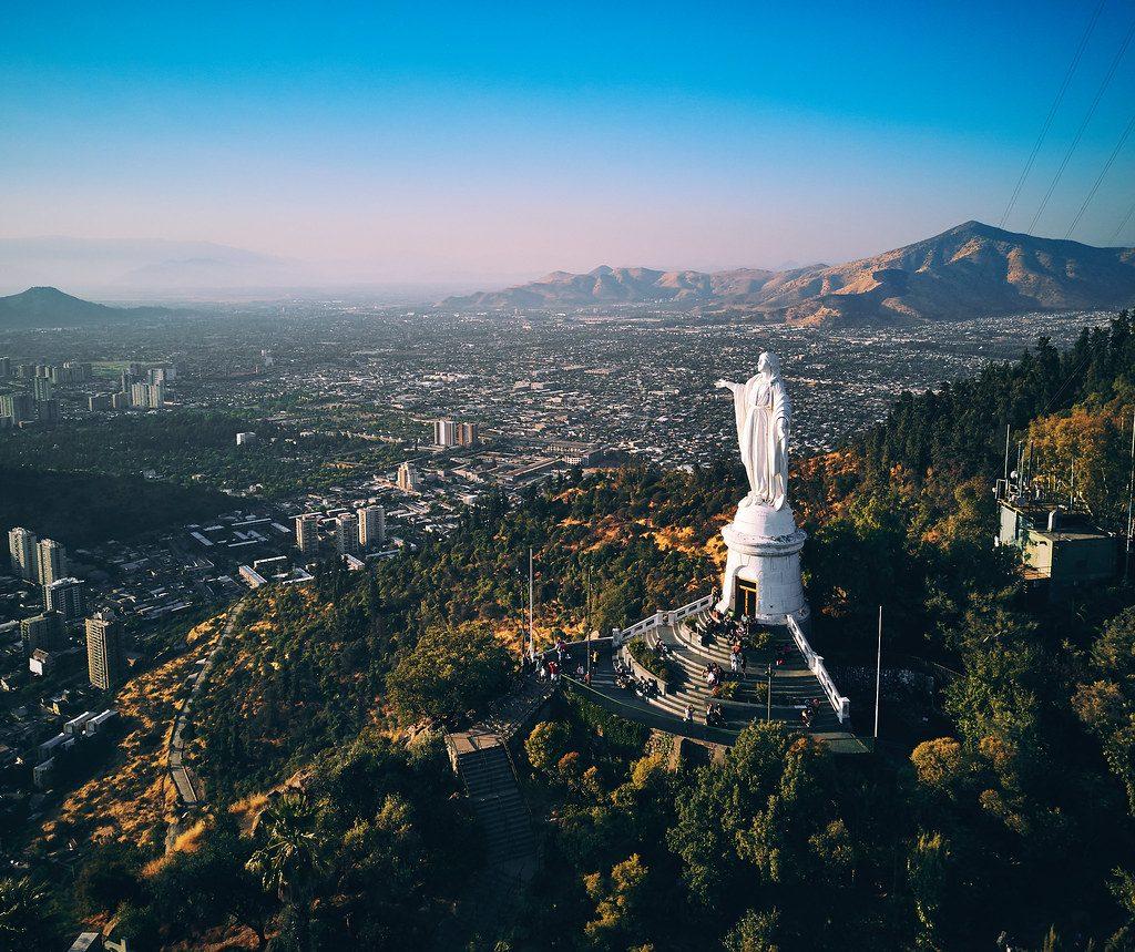 Virgen en cerro sobre la ciudad. El lugar más popular de Chile según tripadvisor