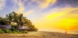 Atardecer en playa paradisíaca