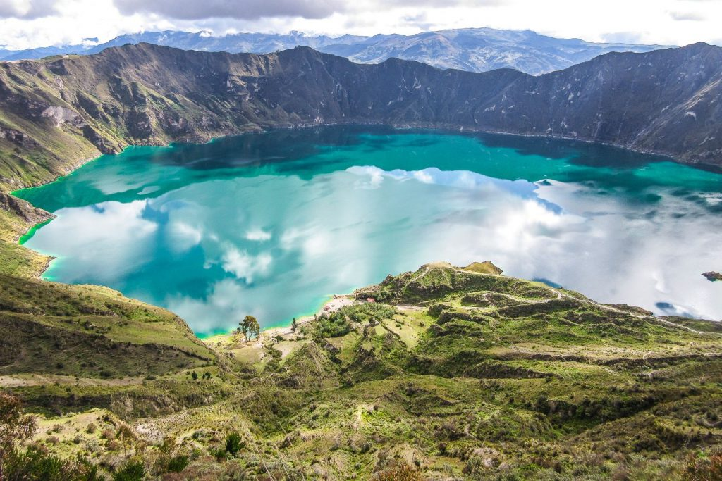 ffb215f1752fLaguna color verde esmeralda en Ecuador04909b31dddfd2599d5b