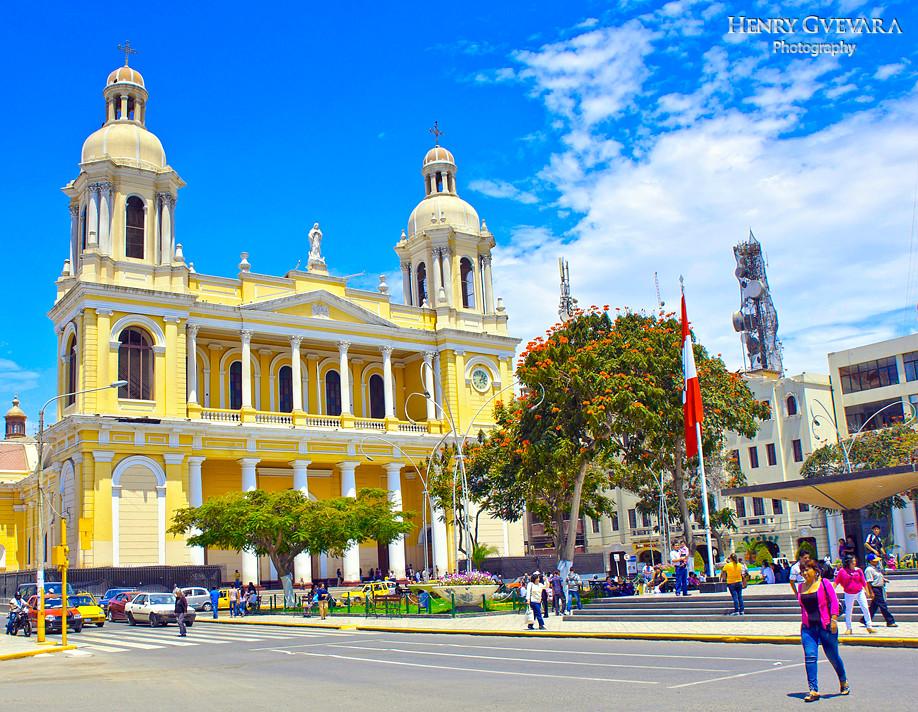 Catedral color amarillo en Chiclayo