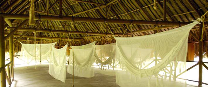 Hamacas bajo techo en Tayrona
