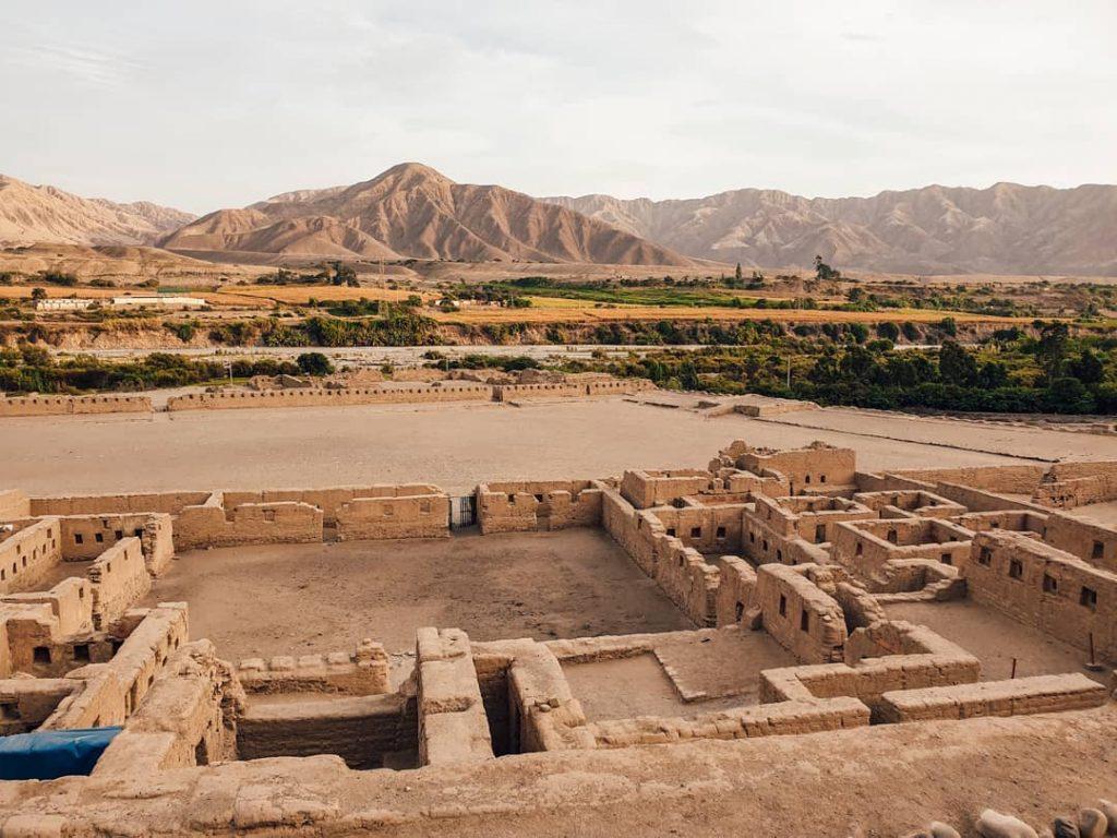 Complejo arqueológico en el desierto del Perú