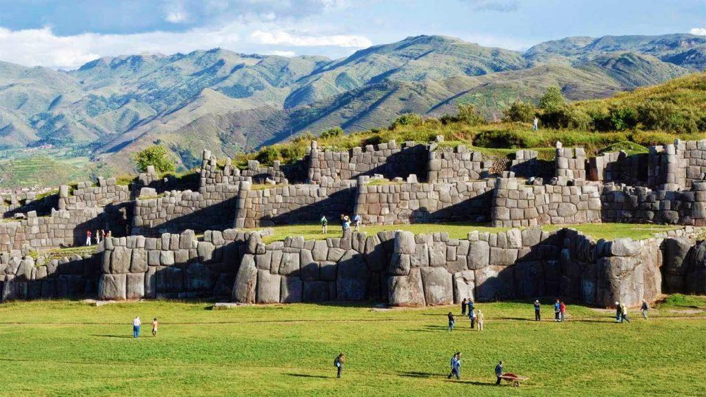 Complejo arqueológico en uno de los lugares turísticos de Cusco