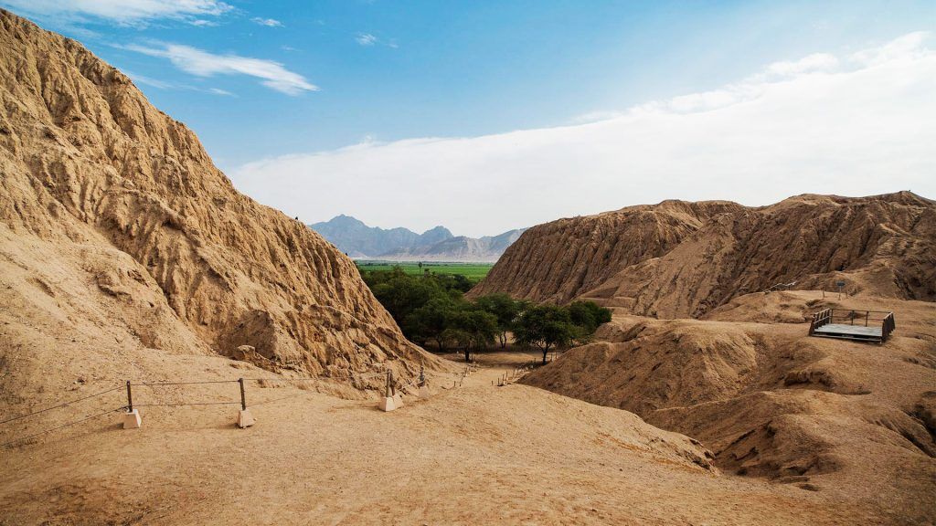 Pirámides de barro construidas en medio de Chiclayo