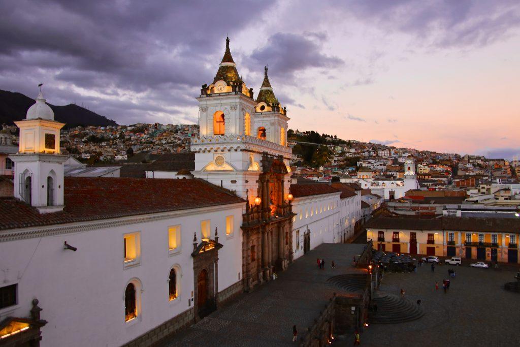 Ciudad colonial de Quito al atardecer