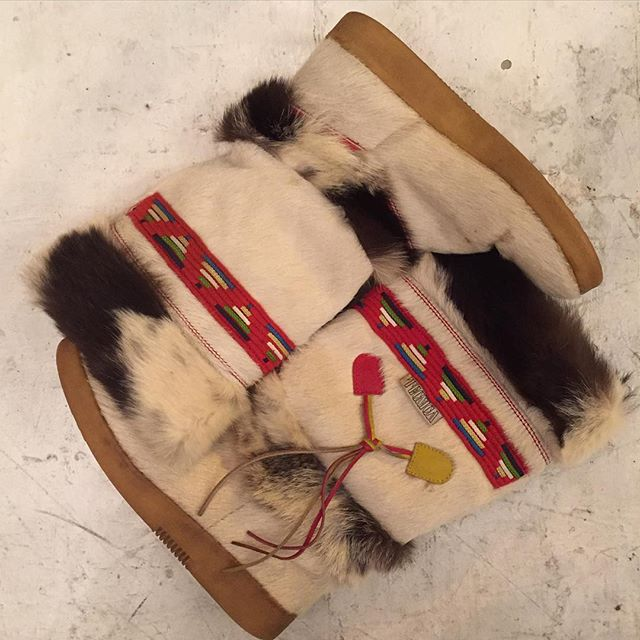 VACATION - It seems that the cold front is here to stay 💨😁!!! Who wants to spend thousands of dollars for a pair if Chanel/Gucci/Moschino snow boots (not that I wouldn't love a pair)!! Own a pair of vintage Italian Rare Technica brand cream and brown pony hair and goat fur boots!! Feature gorgeous multi-color embroidery trim in a Native American style with leather multi-color side tassels!! Fleece lining for warmth and strong rubber soles!! The tag reads EU size 39 or US 9.  These boots are stunning 😎💎💘!!!