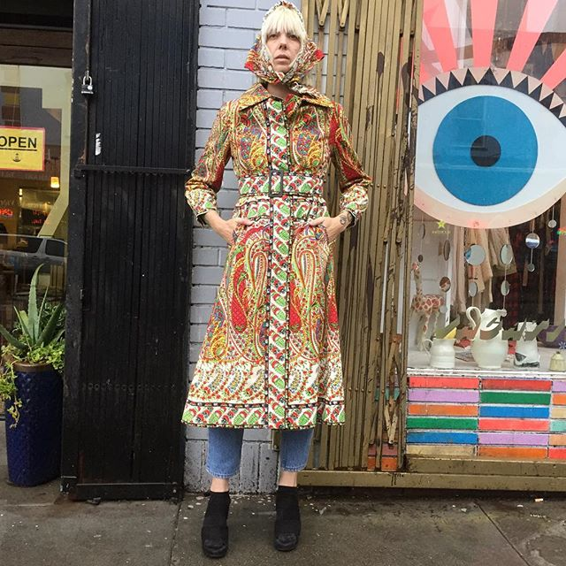 "VACATION - It's another cold ⛈🌧 day outside!!! Stay dry and cozy in this fantastic Hensel of Philadelphia Paisley Psychedelic dream coat with matching head scarf and adjustable cinch belt!!✌️🍄🌈🌙!! It's like fabulous Russian lady meets Rhoda!! The coat is made of a nice thick cotton white lining!! The buttons snap with matching paisley print!! The buttons down the center are hidden!! There is also a fabulous matching adjustable belt!! The sleeve cuffs also button for a nice fit!! Excellent Condition:  The waist is 32"", sleeves 26"", and length 20"". S/M-"