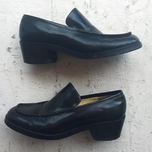 VACATION - Chunky vintage #GAP heeled loafers. Pair with your favorite frilly socks.