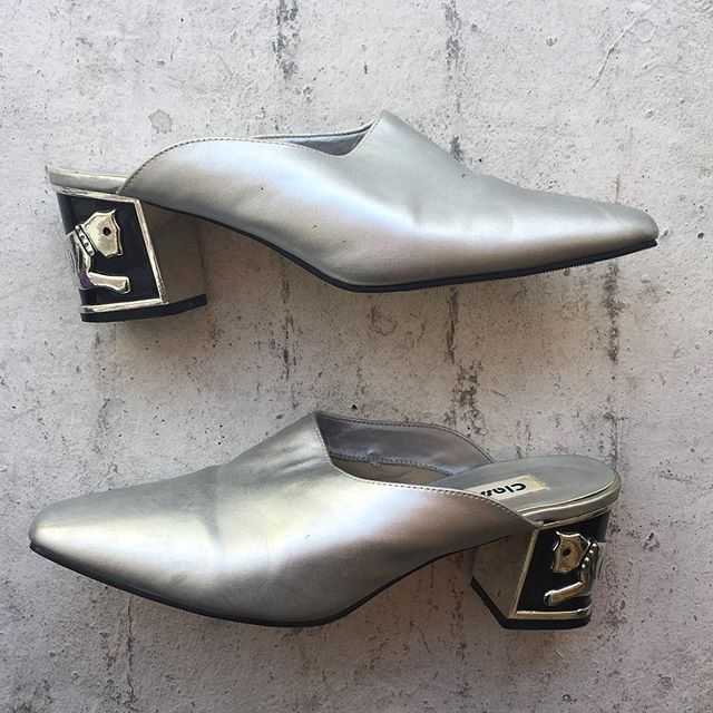 VACATION - These mules are great cause you can just slip them on with any outfit and instantly look glam. Silver AND cats 🐈 what more could you ask for?? Size 9D