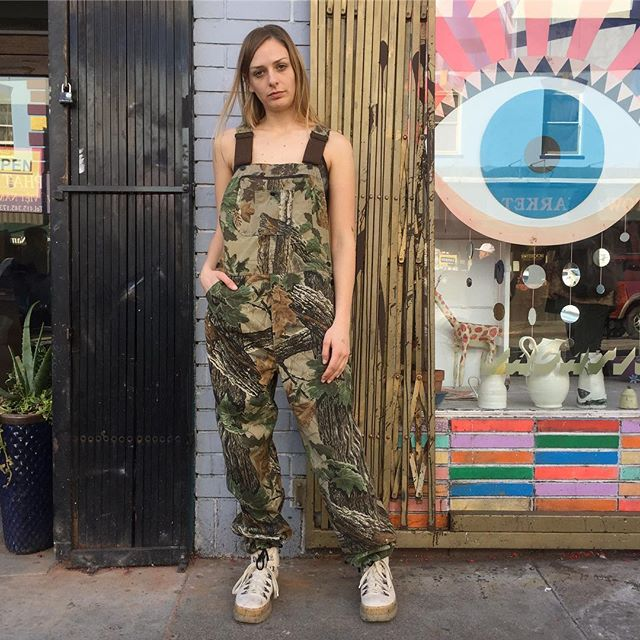 "VACATION - Let's face it 😬, it's a jungle 🌴🐍🦎🌿 out there!! Blend into the landscape 🏞 in a pair of Commander Hunting Camo Overalls!! These coveralls are perfect 👌!! They have the Realtree forest print, adjustable thick straps, and drawstrings at the ankle for a super cool adjustable fit!! There are front pockets, nice big back pockets, and a little pocket on the bib (perfect for your hunting/rave whistle). The waist measures 30"" and inseam 31""!!"