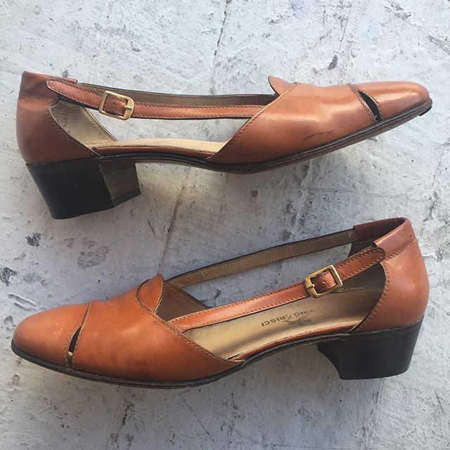 VACATION - Perfect caramel cut out sandals. Size 38, leather sole, stacked heel and perfecto as perfecto can be. Made in Italy.