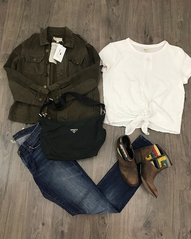 2_time_couture - It's definitely fall here at Two Time Couture! 🎃🍂🌲 Madewell t-shirt, size small,