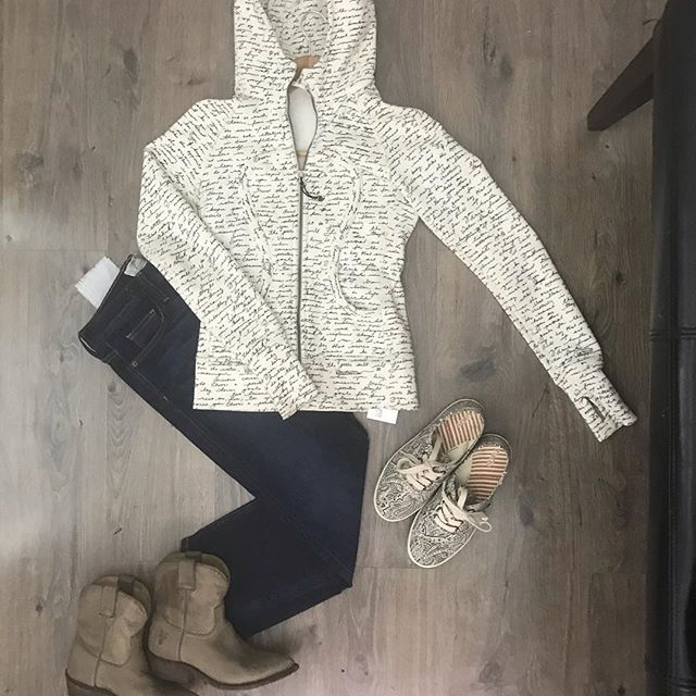 2_time_couture - Come on in for some fabulous weekend wear! Lululemon Zippered Sweatshirt. Size small.