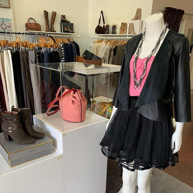 2_time_couture - Sunday shopping at 2 Time Couture can help you find all your fashion needs! We have lots of great new items in, and your next great outfit for the holidays! Link in bio. Chico's leather jacket, size 0,