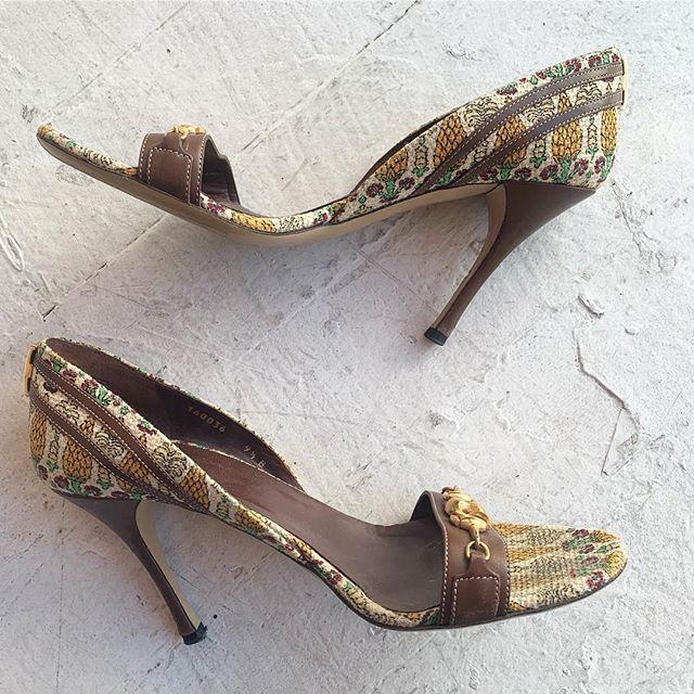 1d1c260d7 VACATION - #Gucci pumps, that gold #horsebit! That print that looks like