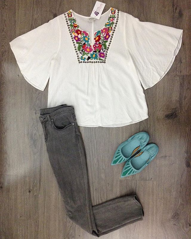 2_time_couture - Spring looks 🌱🌷 #6953 Ariat blouse size, S. 25% off