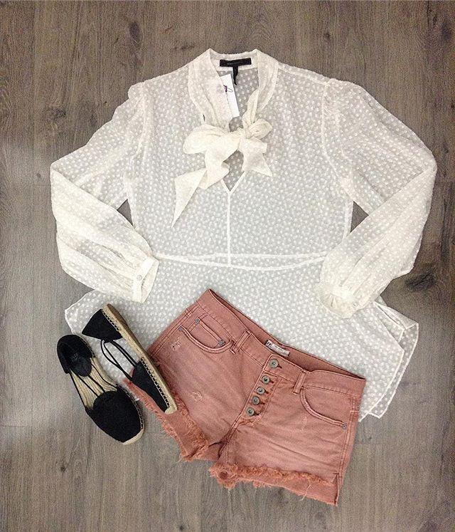 2_time_couture - Spring vibezzzz 🌷🌾🌺✨ #7591 BCBGmaxazria blouse, size M.