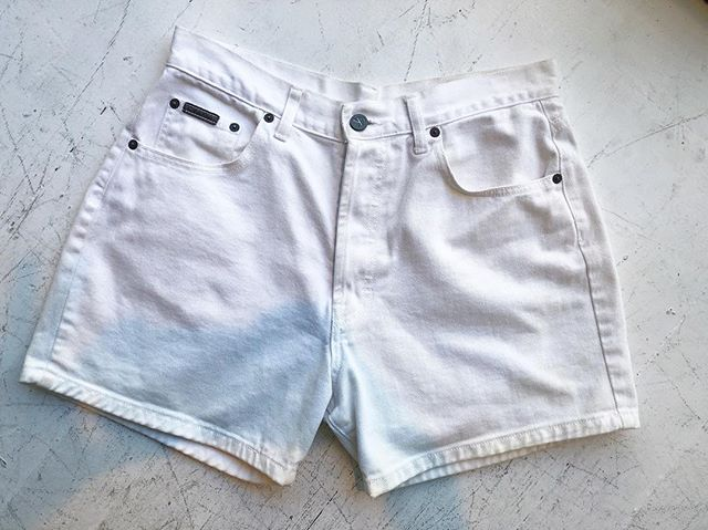 "ReLove  - CALVIN KLEIN DENIM SHORTS Waist measures at 30"","