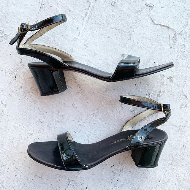 VACATION - If you have cute feet size 8N please buy these perfect patent leather Italian made 60s sandals. PLEASE