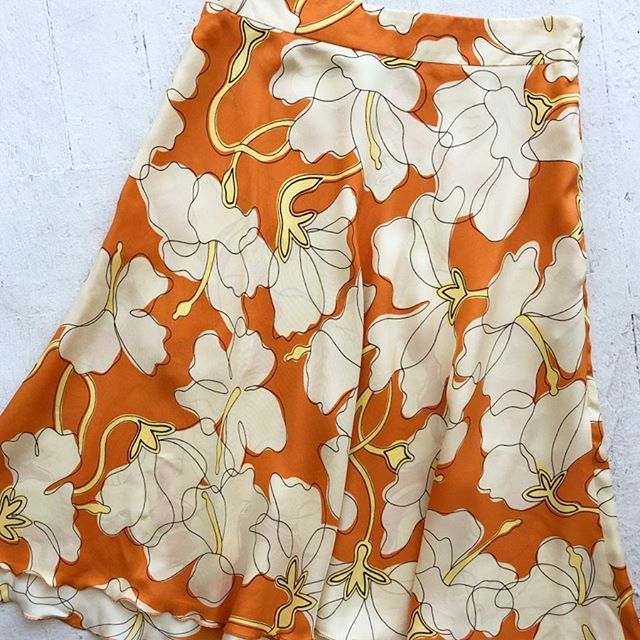 VACATION - *Special Listing* Printed silk #moschinocheapandchic skirt. Size 4.