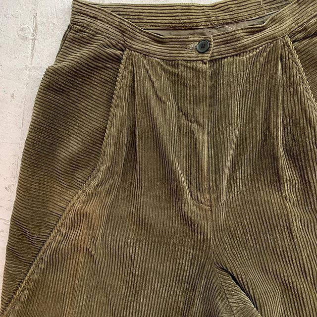 VACATION - Amazing sage green cord- #1980s with amazing tailored details- read all the details in our story. Everyone's askin bout them so posting for sale now may the best babe win!!