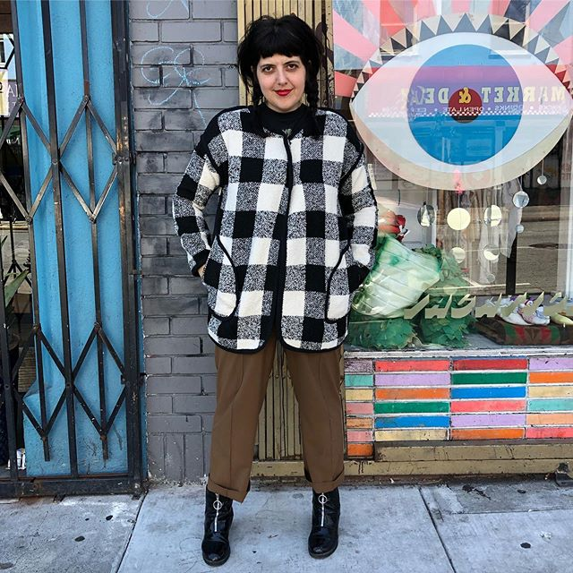 VACATION - Got a cutie! Black and off-white plaid sweater coat. Good piping detail along seams and great big pockets. Size L. ◼️