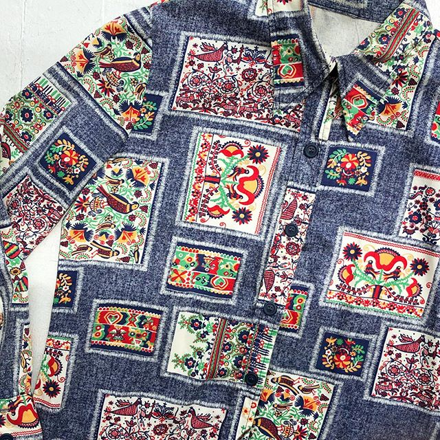 VACATION - *Special Listing* Danish folk art print buttonup. Size M.