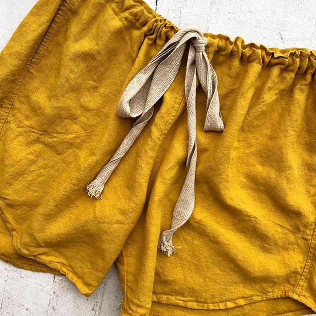 VACATION - *Special Listing* Mustard linen shorts. Size L.