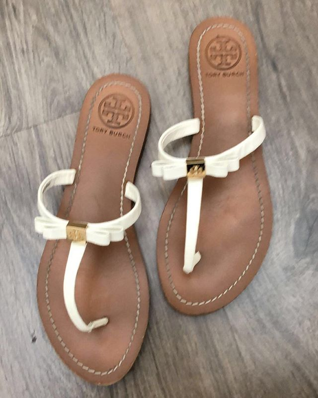 2_time_couture - Super Saturday Fashionistas.  Tory Burch bow flip flops