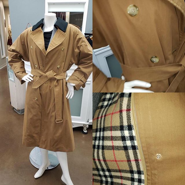 2_time_couture - Still need a great coat? Lined that can take you through any season? This one is a classic investment. Tag says 14, but we would say fits more like a 10/12. Steal this at only 449.99! Labeled Burberry. Size 10/12.