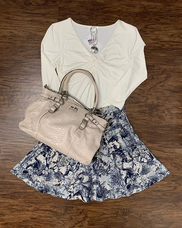 2_time_couture - It's getting warm out, and we have some great transitional spring pieces! 👗🌹🥰 Item 9709 Ann Taylor Loft blouse, size M,