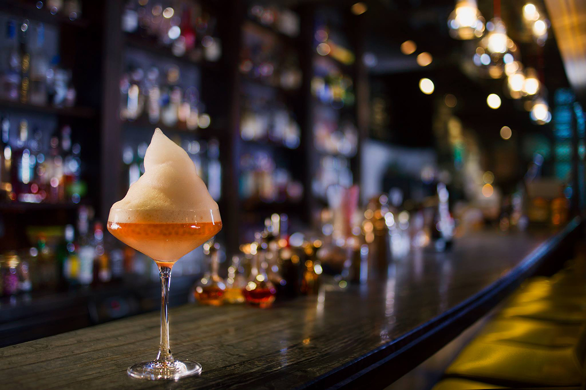 Hong Kong Bars: Earl Grey Caviar Martini at Quinary