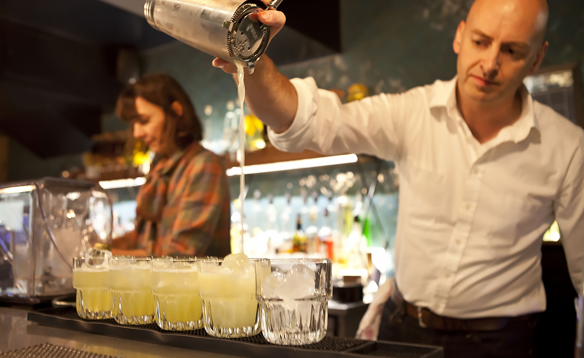 Pisco Punch: Bartender pours Pisco Punch during London Cocktail Week