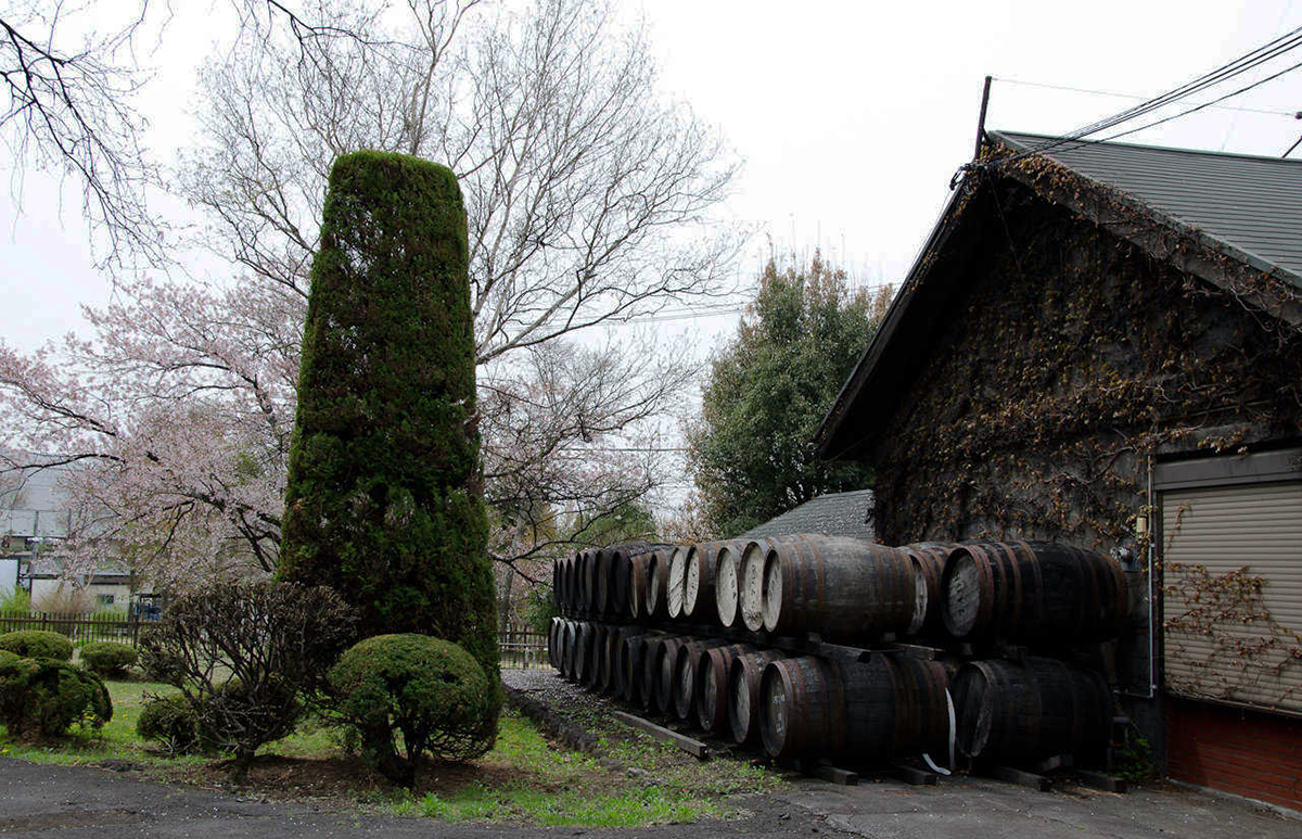 Japanese Whisky Distilleries: The garden at Karuizawa Distillery