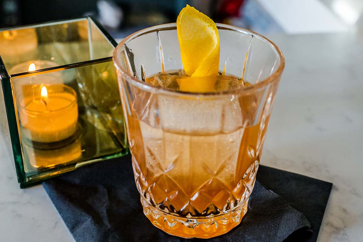 Old Fashioned Cocktail: Standard Old Fashioned