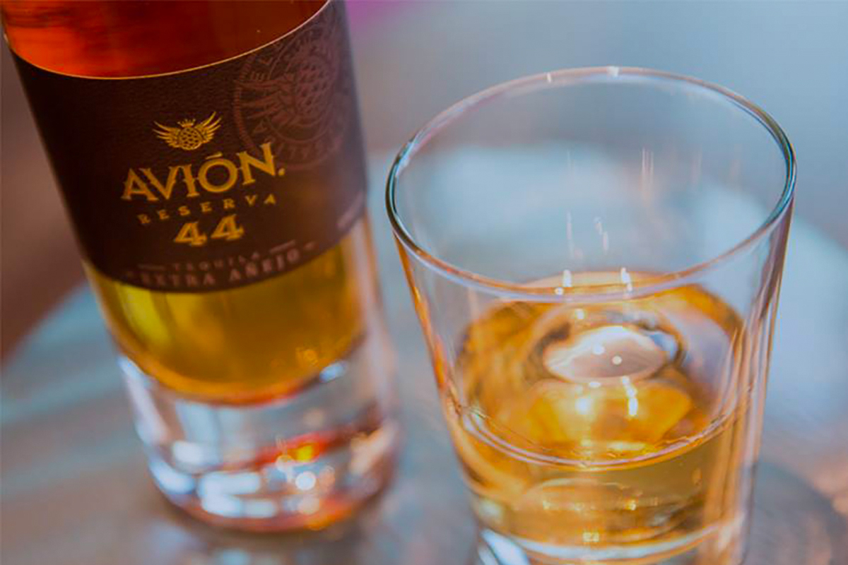 Cinco de Mayo Tequila: Avión Reserva 44