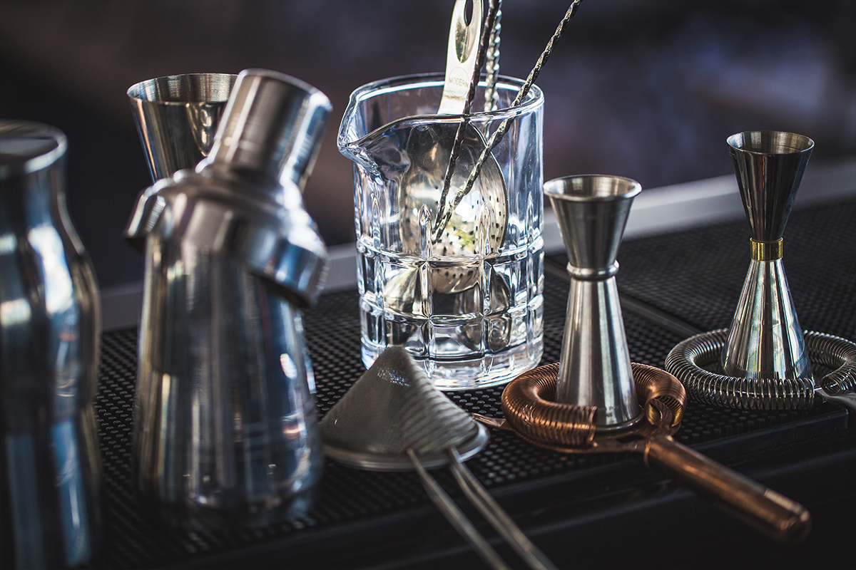 Bar Tools Guide: Cocktail mixing vessels