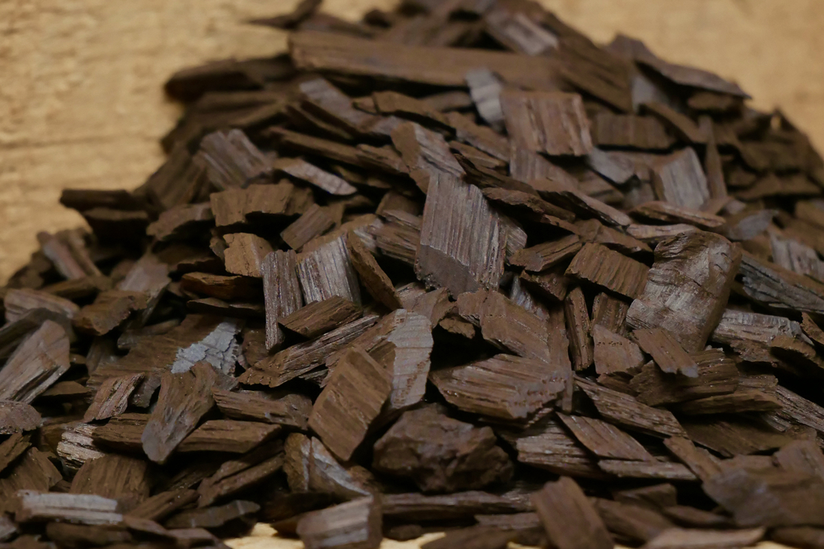 Aging Whiskey at Home: Toasted oak chips