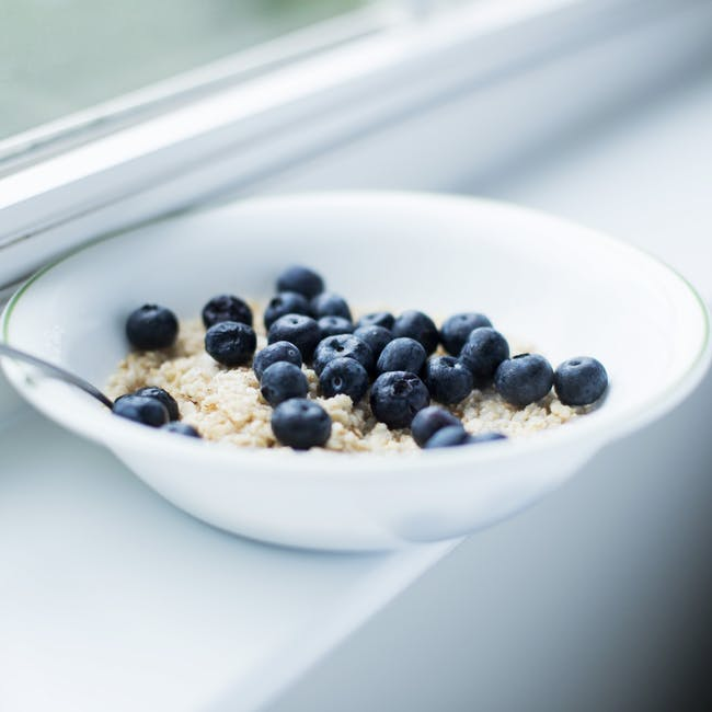 oatmeal blueberries breakfast whole grain