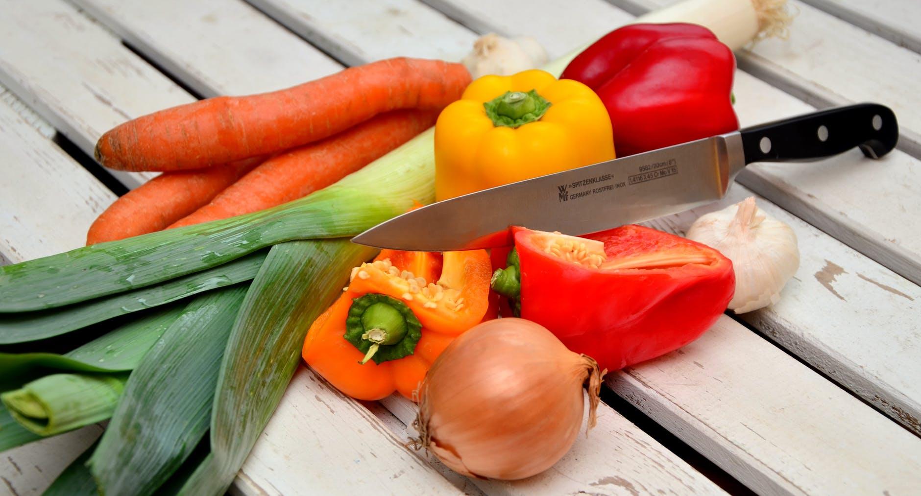 vegetables-knife-paprika-bell-peppers