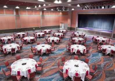 Banquet room with round tables and chairs and decor