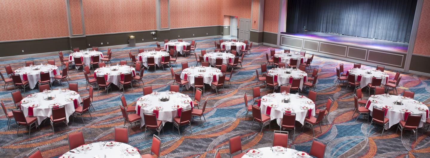 Banquet room with round tables, chairs and decor
