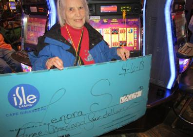 Lenora S with her jackpot check