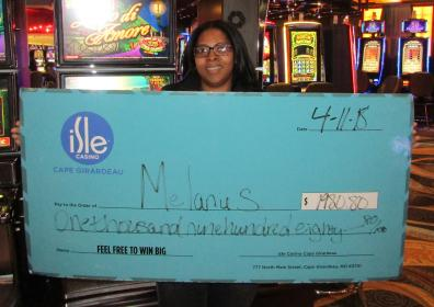 Photo of Melaine and her Jackpot check