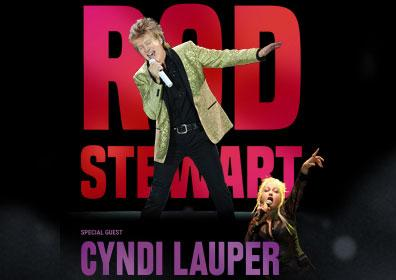 Rod Stewart and Cyndi Lauper posing
